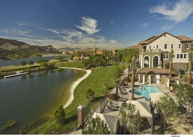 Vita-bella-lake-las-vegas-pool-area
