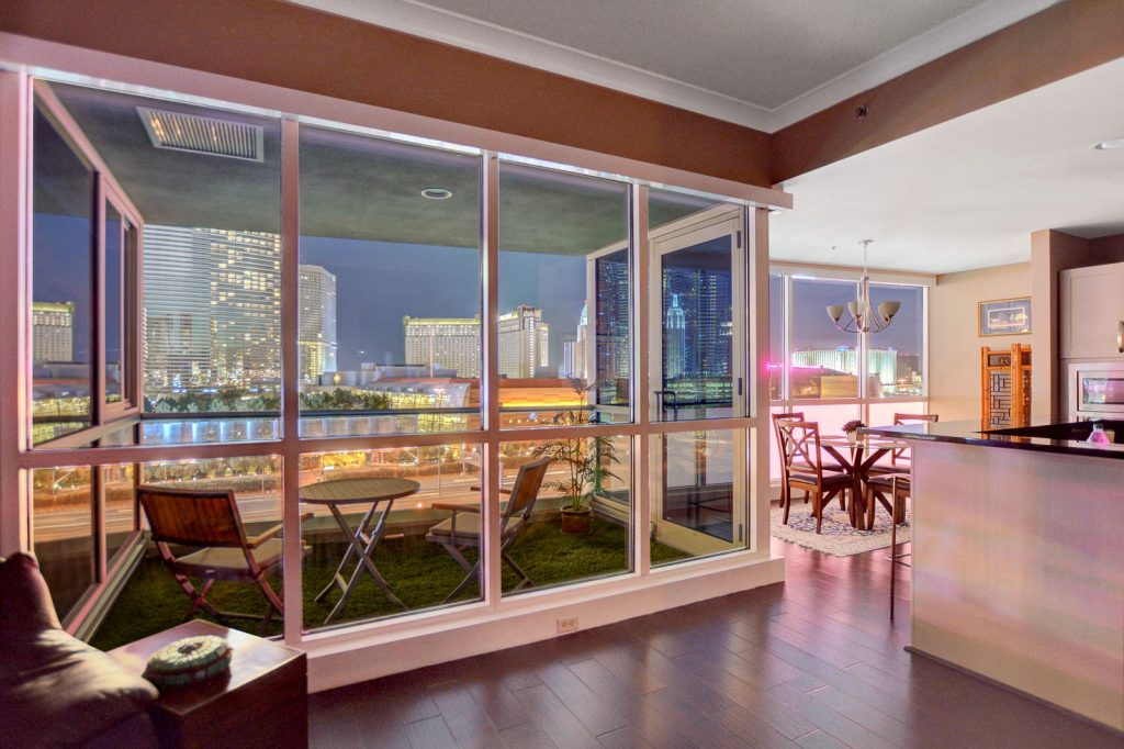 panorama-towers-las-vegas=1007-living-room